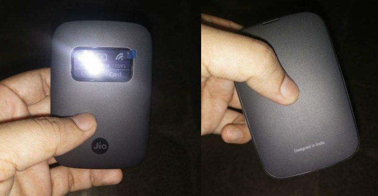 Reliance JioFi 4G Hotspot OLED Display Launched